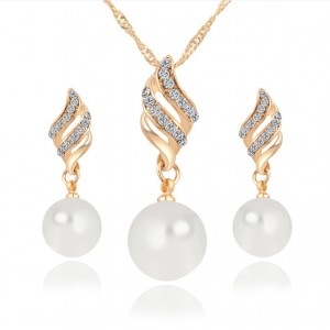 Rachelle & Co Pearl Necklace & Earring Set (Design 1)